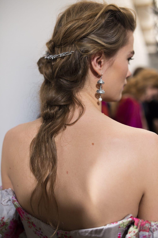 fishtail braid untuk rambut panjang.