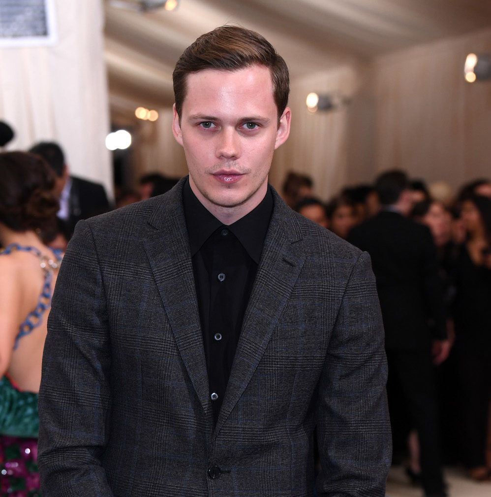 model rambut pria sesuai bentuk wajah gaya belah pinggir