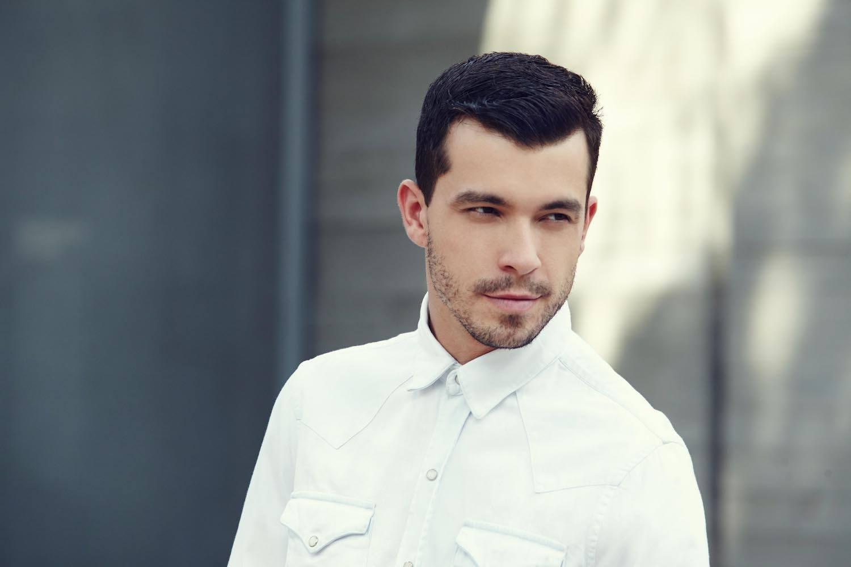 model rambut pria sesuai bentuk wajah gaya slick pompadour
