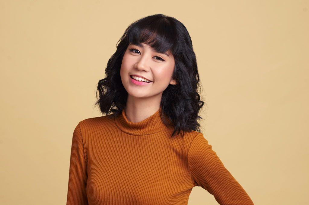 wanita asia dengan model rambut bob untuk wajah bulat dengan warna rambut  cokelat e79e90a30f