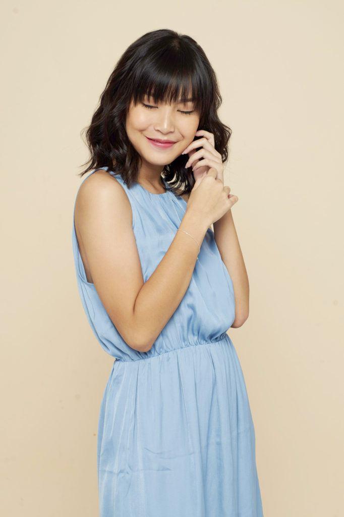wanita asia dengan model rambut pendek untuk rambut tipis dengan poni dan model rambut wavy