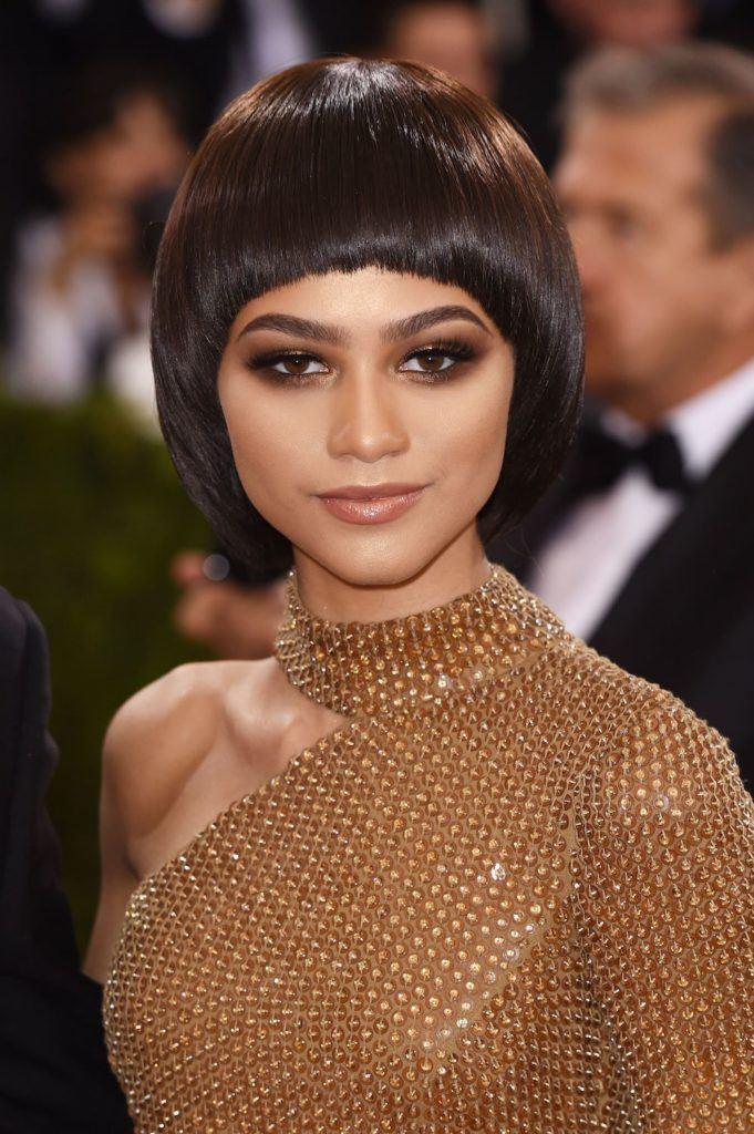 Zendaya dengan model rambut bowl cut