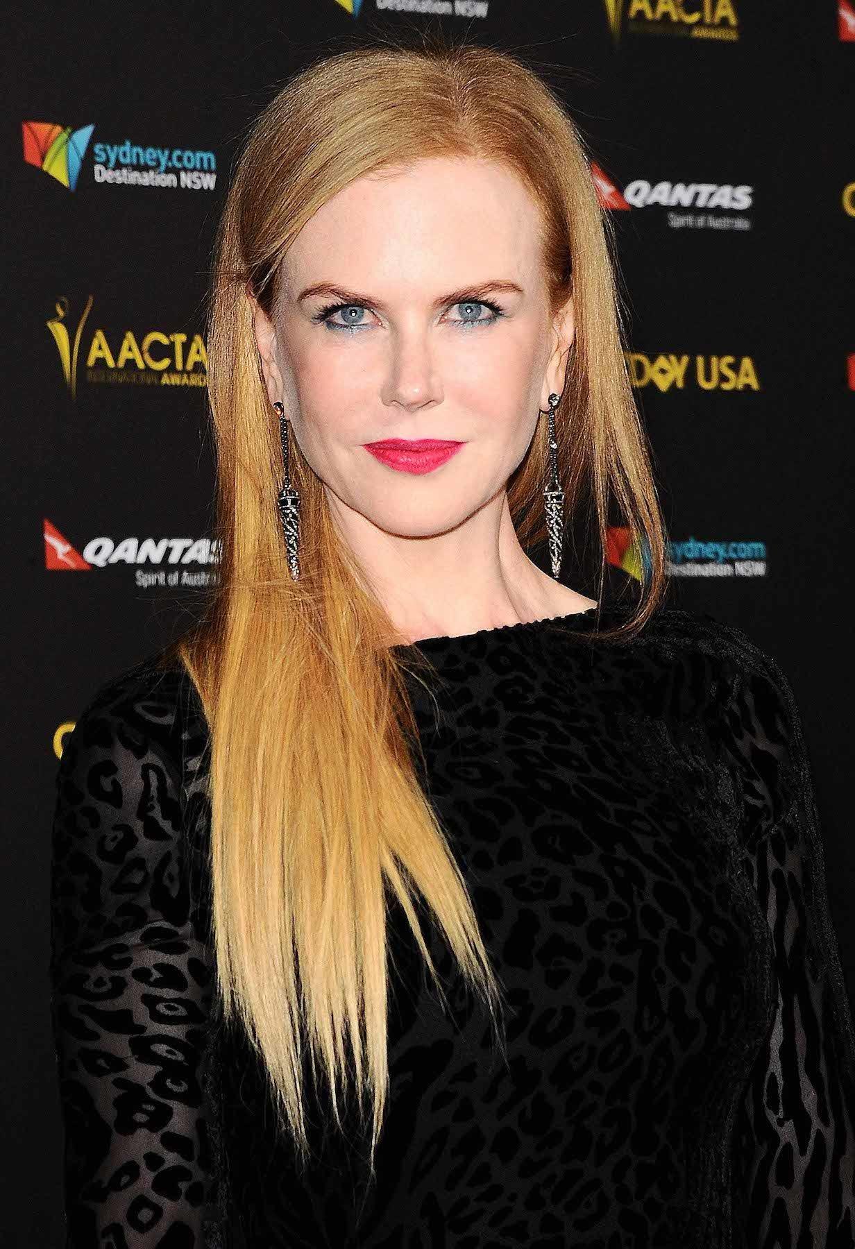 Nicole Kidman dengan rambut panjang klasik