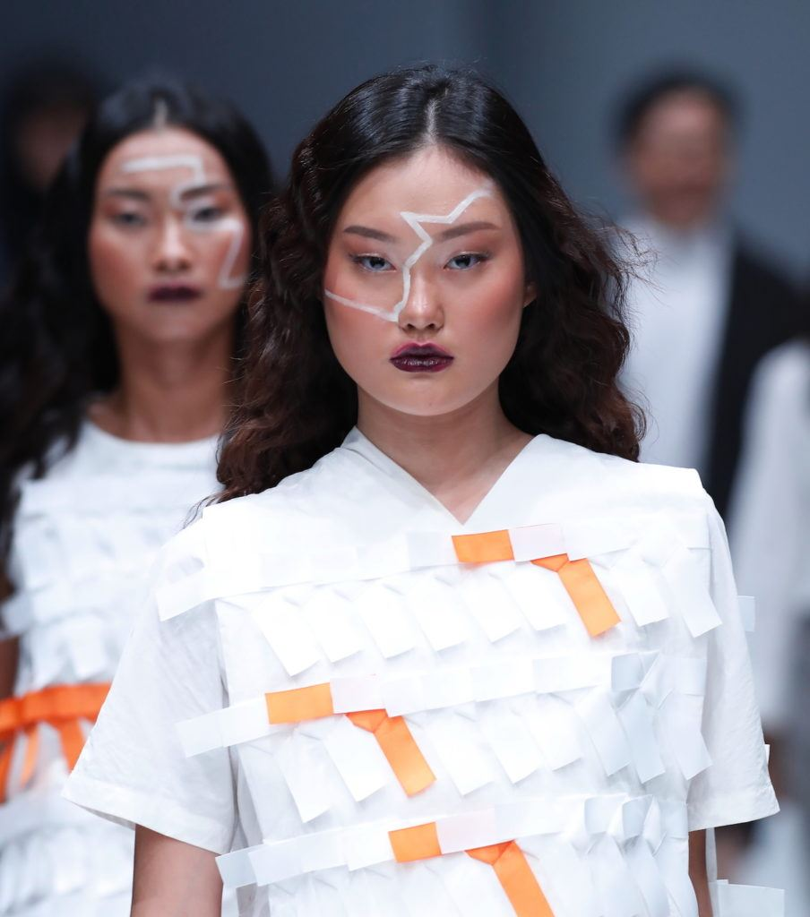 Wanita asia dengan model rambut mool gyul ombre cokelat jfw 2018 danjyo hyoji