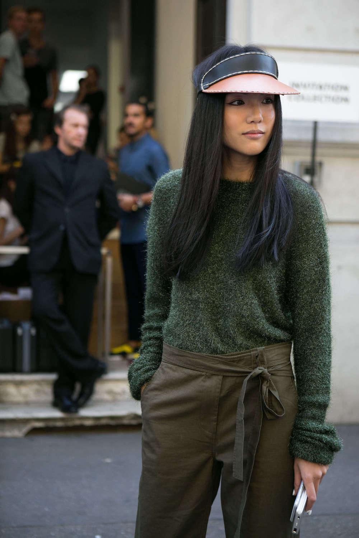 Wanita asia dengan rambut panjang hitam tanpa layer.