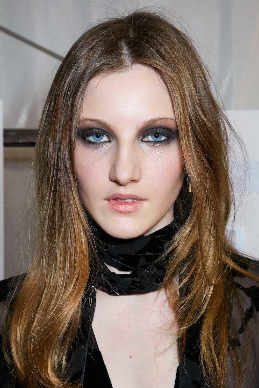 5. model rambut layer pendek