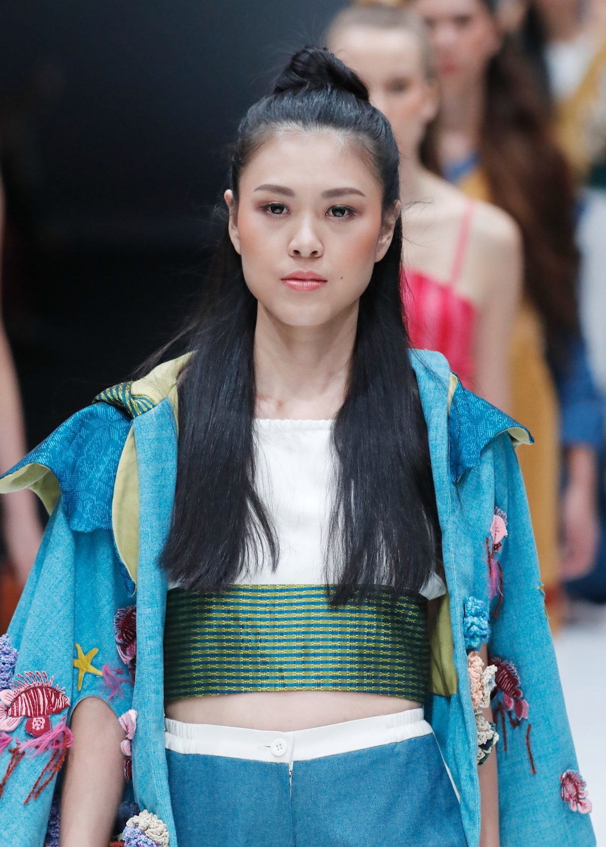 Trend model rambut runway gaya half bun jfw 2018 Binus Natuwa