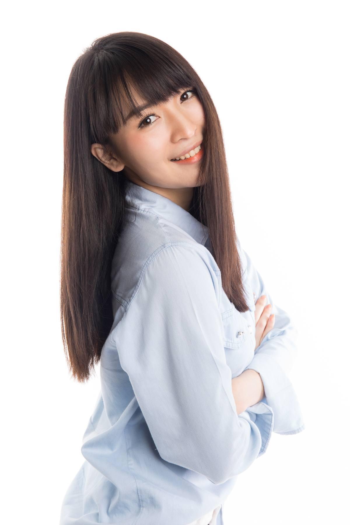 Cara merawat rambut secara alami a la wanita asia dengan rambut panjang berponi