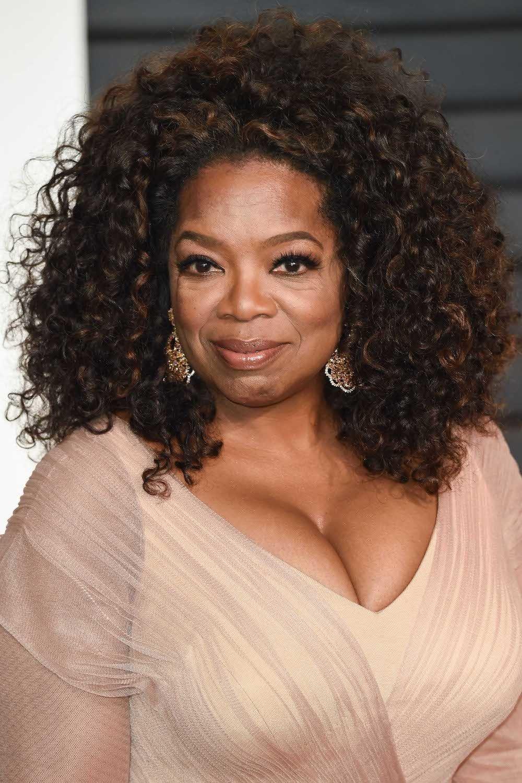 Oprah Winfrey dengan jenis rambut keriting panjang