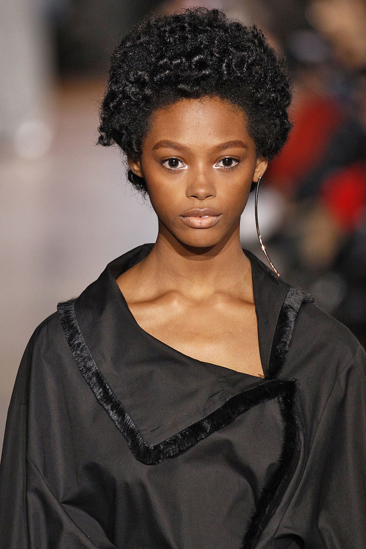 Jenis rambut keriting kinky atau afro