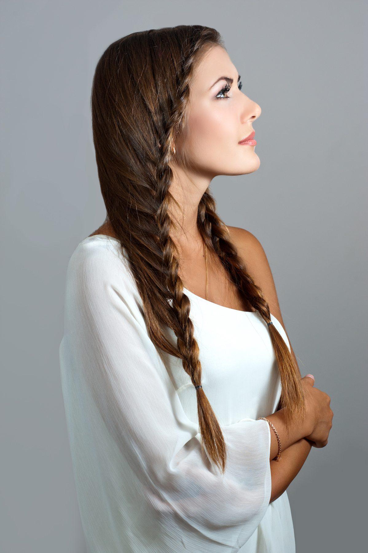 waterfall braids pada model rambut panjang