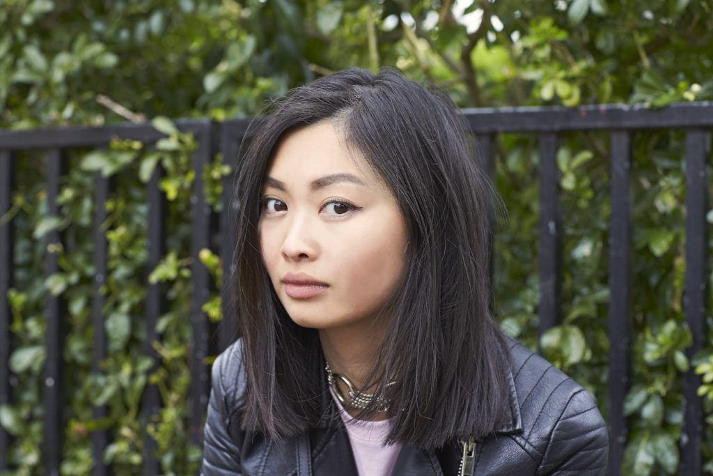 Wanita asia dengan model rambut sebahu untuk wajah bulat rambut lurus