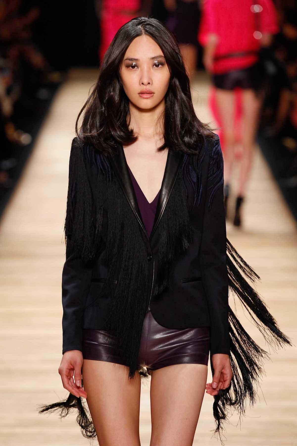 Wanita asia dengan model rambut untuk wajah panjang tanpa layer
