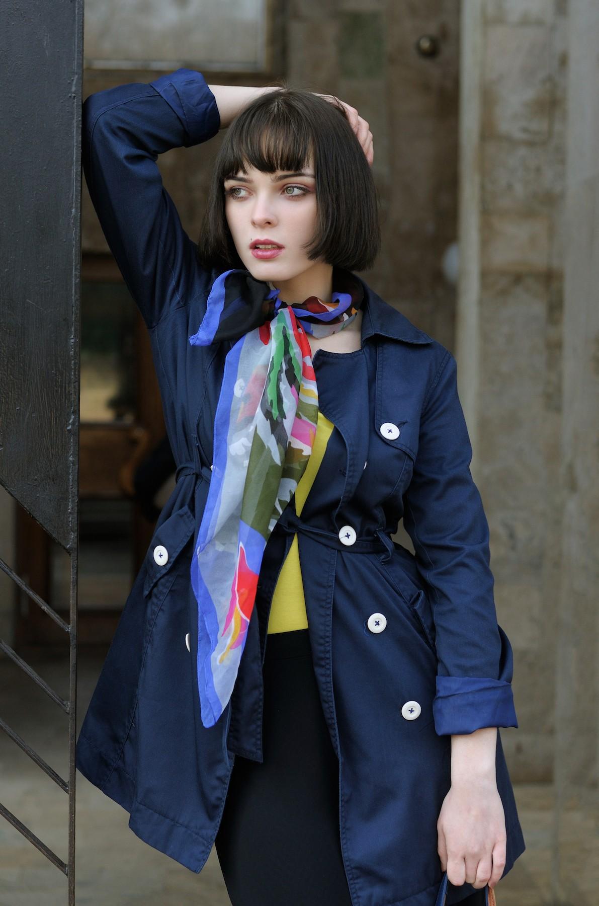 Wanita kaukasia dengan model rambut bob untuk rambut tipis French bob