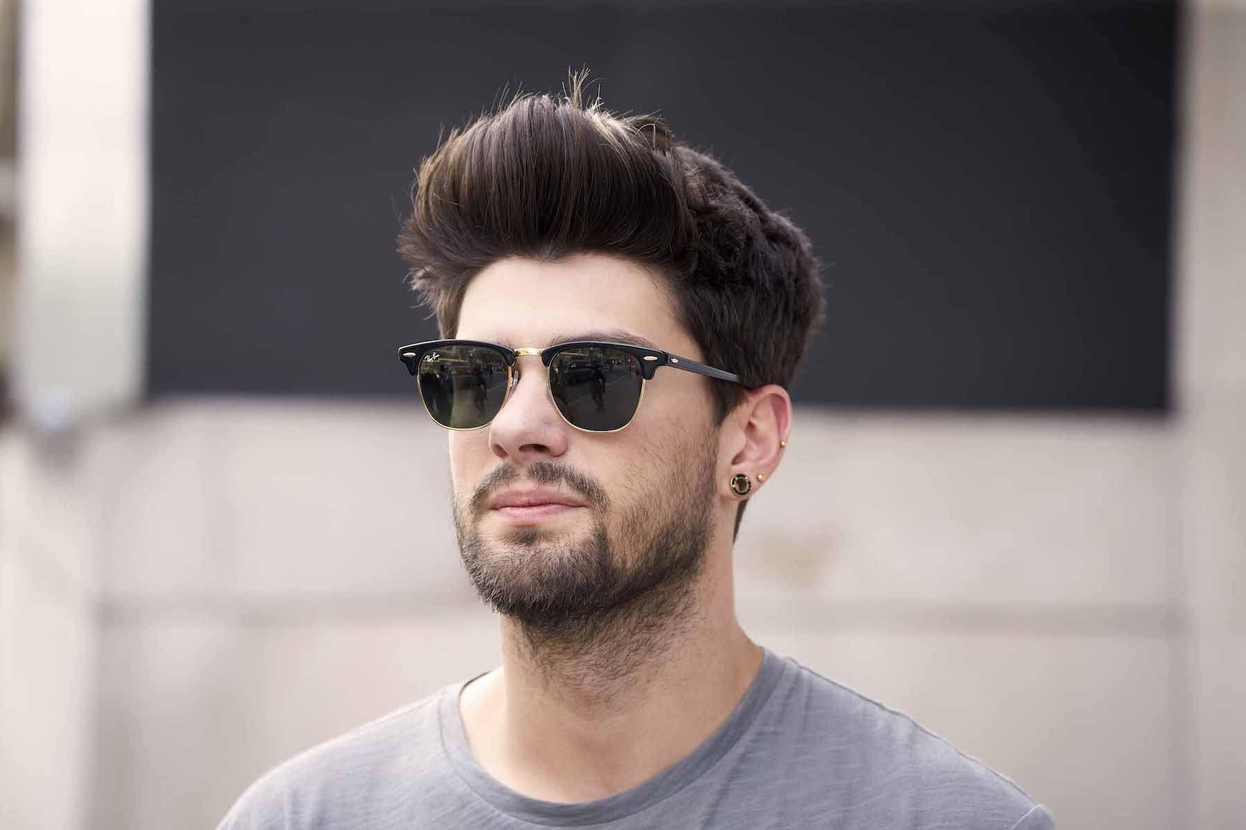Pria kaukasia dengan model rambut pria wajah bulat bervolume 9d136d4e36