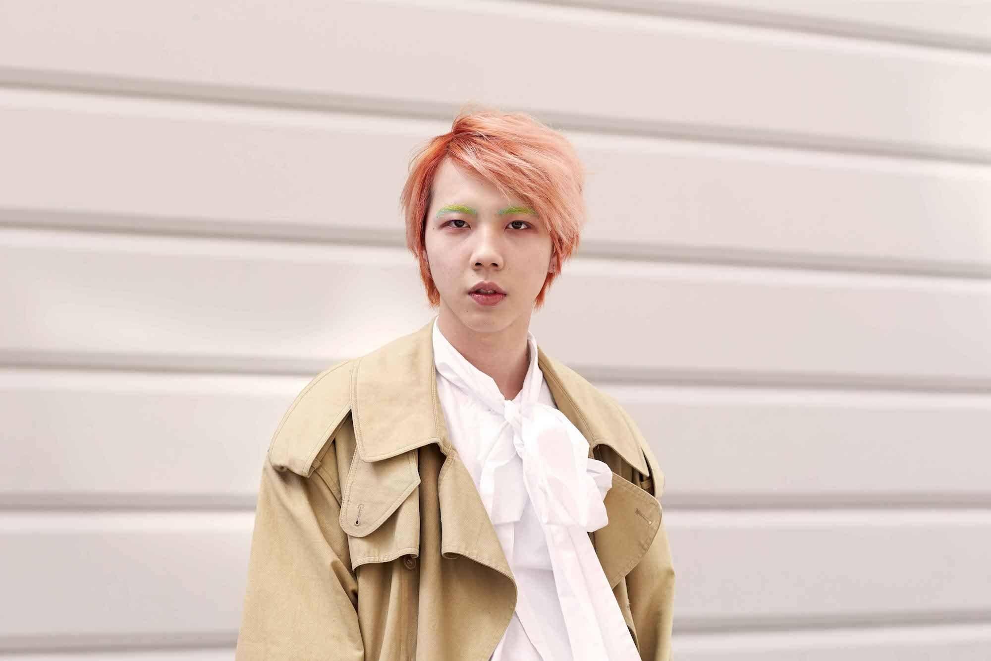 model rambut pria korea warna pink