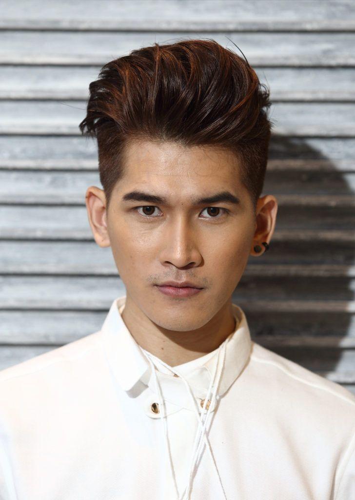 Pria asia dengan model rambut quiff fade bertekstur