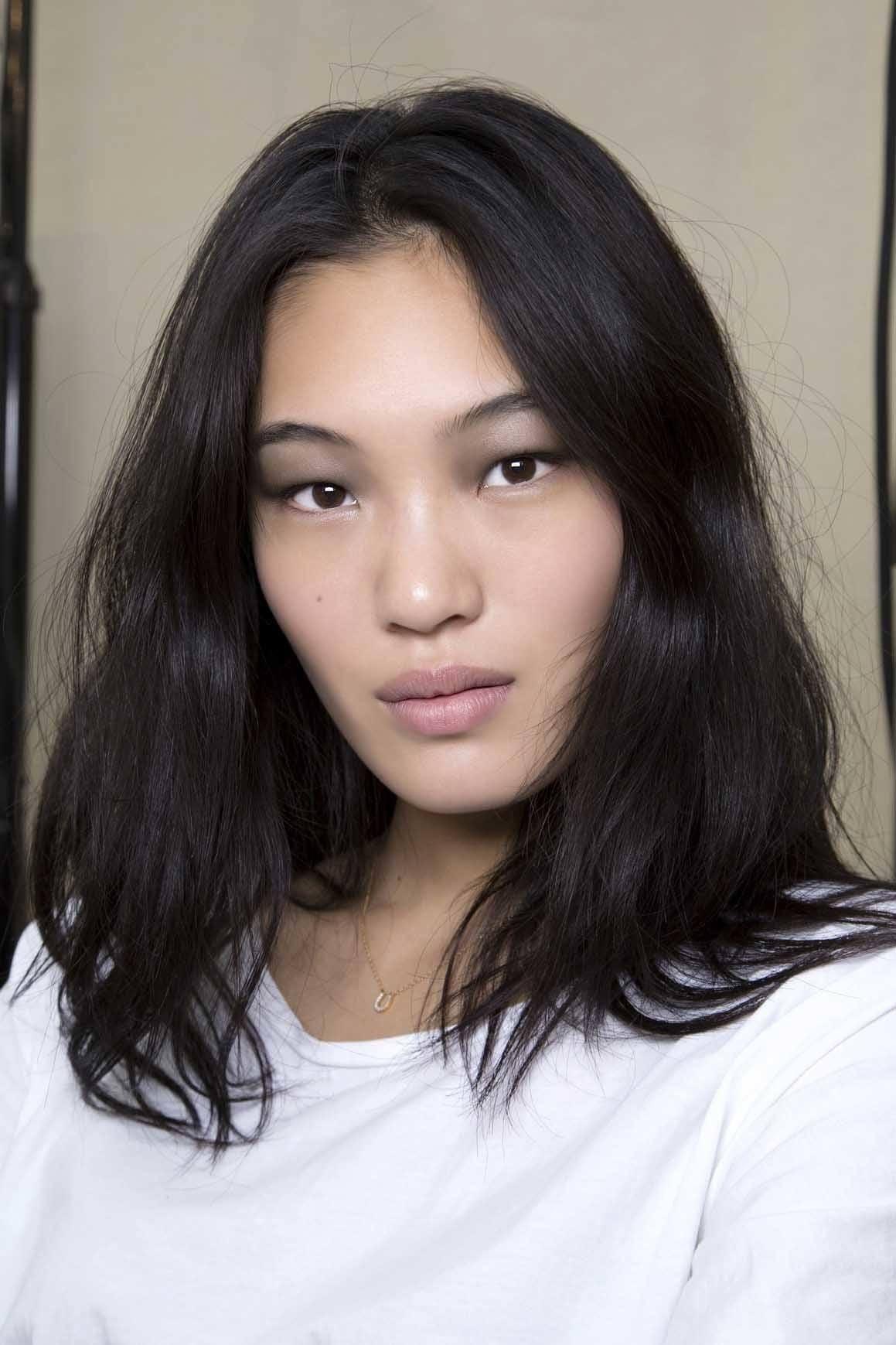 Model Rambut Pendek Ikal Wanita
