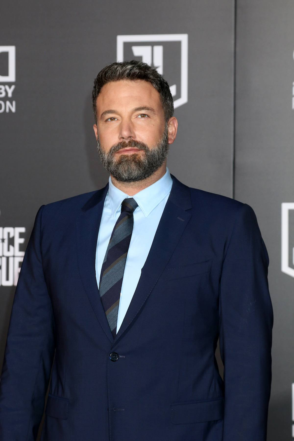 Ben Affleck pemeran Bruce Wayne dengan model rambut high and tide