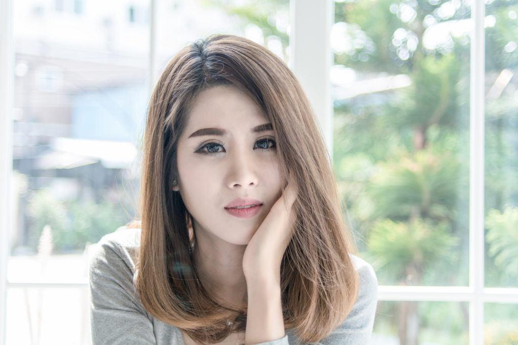3. bob panjang model rambut pendek ala korea warna light ash brown