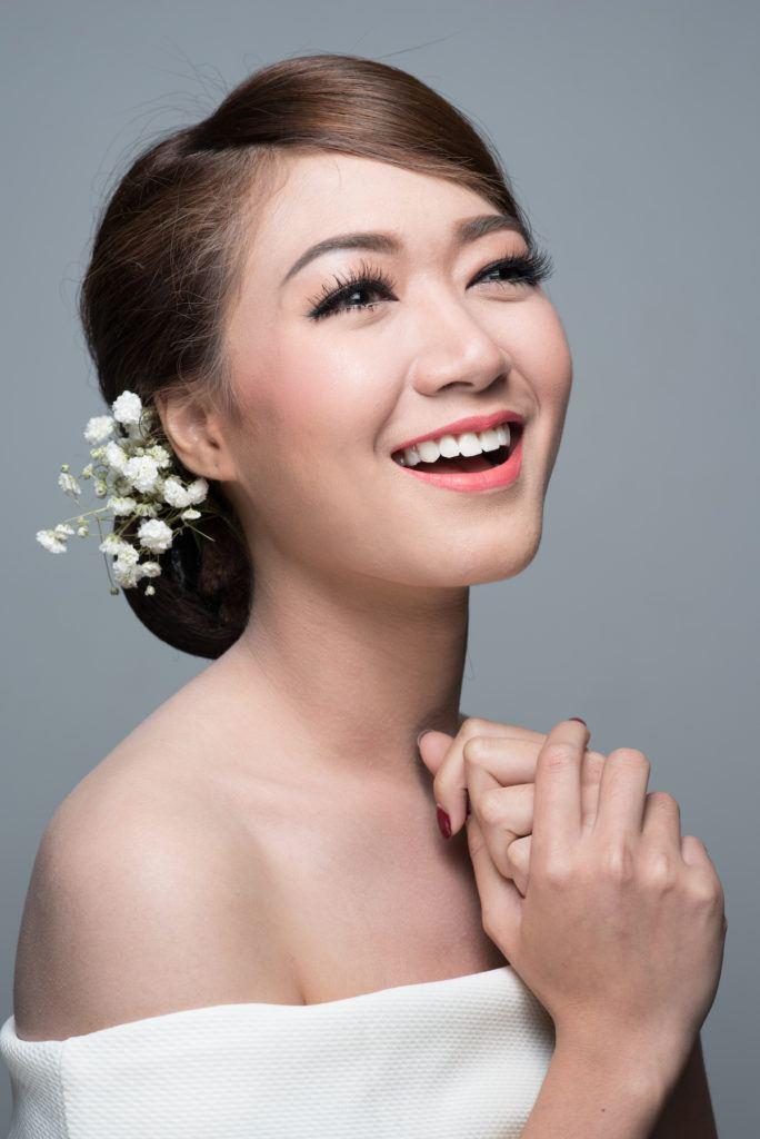 Wanita asia dengan model rambut untuk kebaya