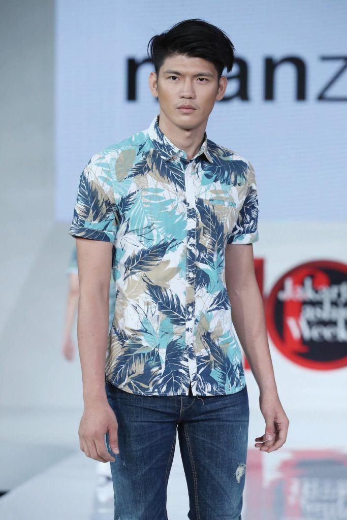 Pria asia dengan model rambut quiff bertekstur