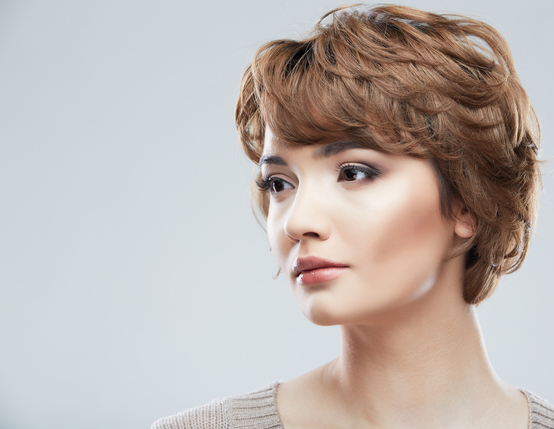 Wanita kaukasia dengan warna rambut Honey light brown