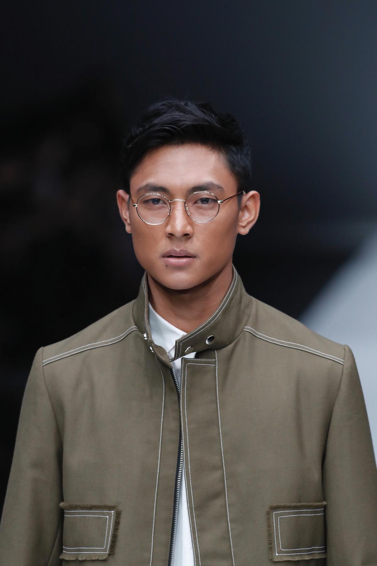 Pria asia dengan model rambut quiff pendek.
