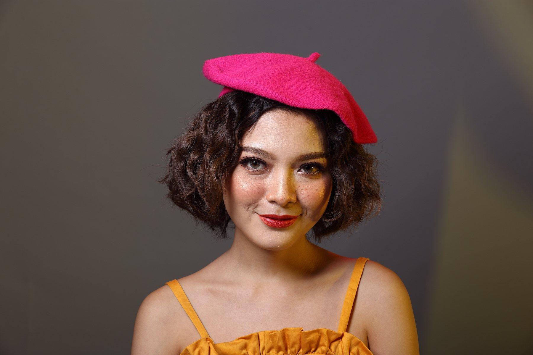 Wanita asia dengan warna rambut untuk kulit gelap dark brown