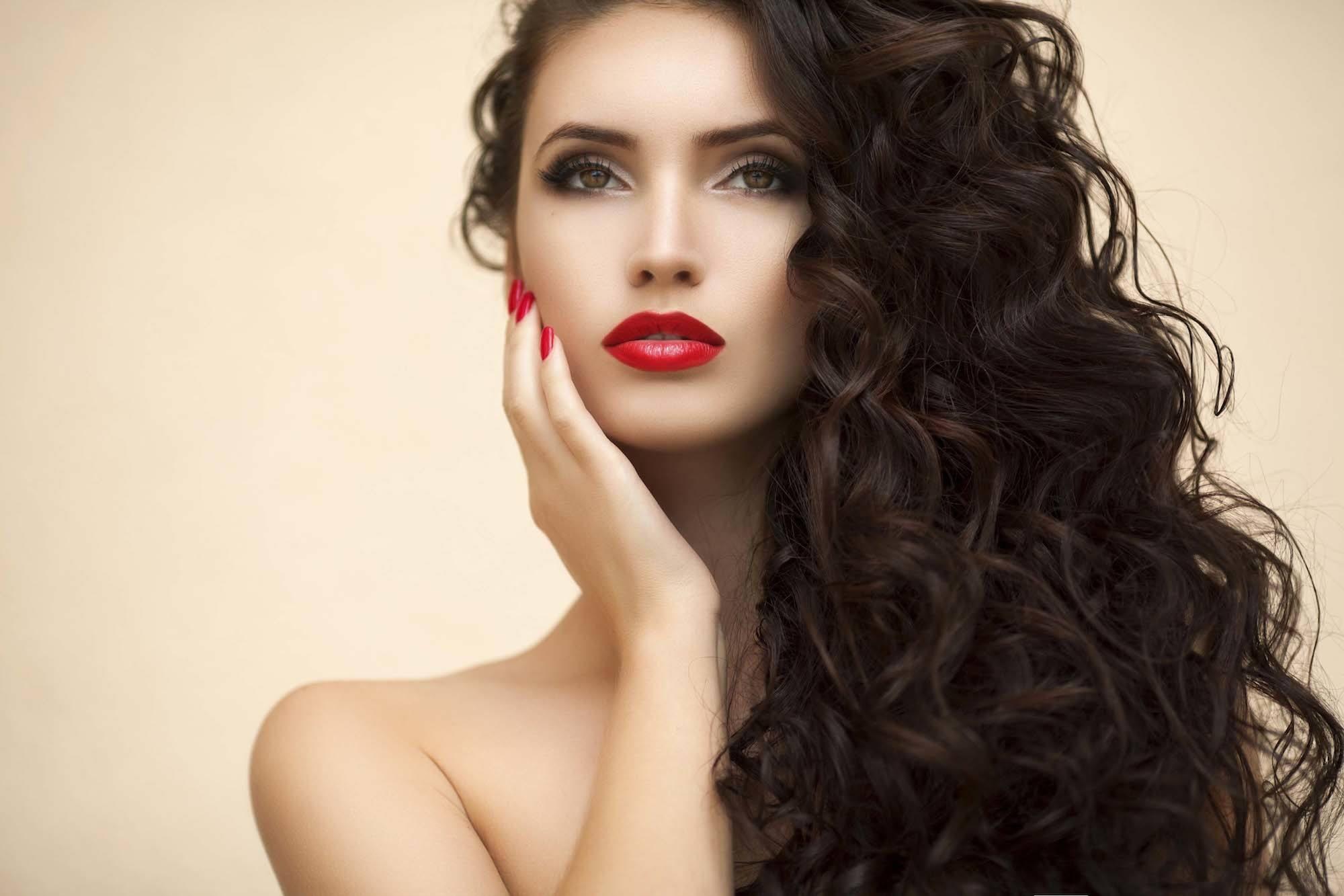warna rambut cokelat yang bagus: auburn