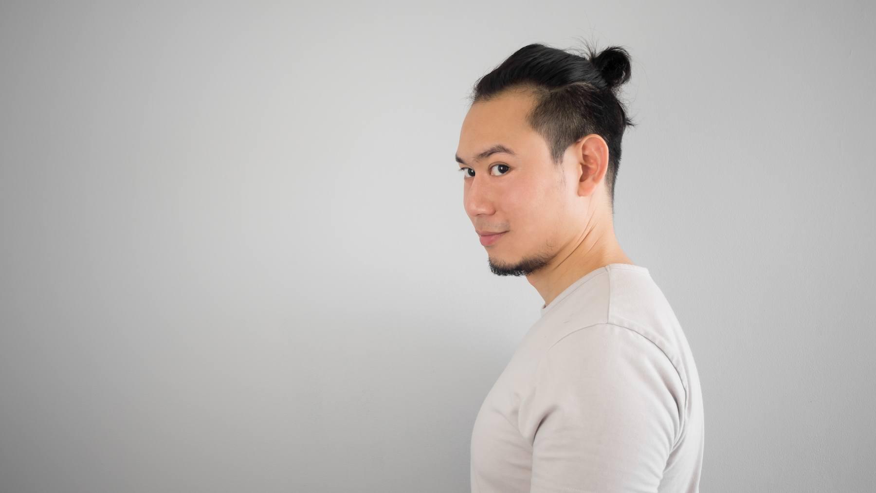 mengikat terlalu kencang bisa menjadi penyebab rambut rontok pada pria