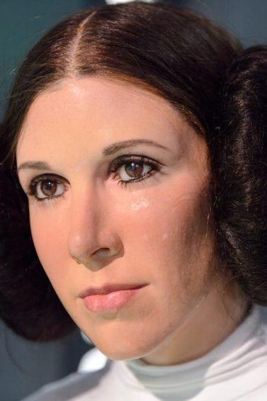 Leia Organa Carrie Fisher model rambut space bun besar
