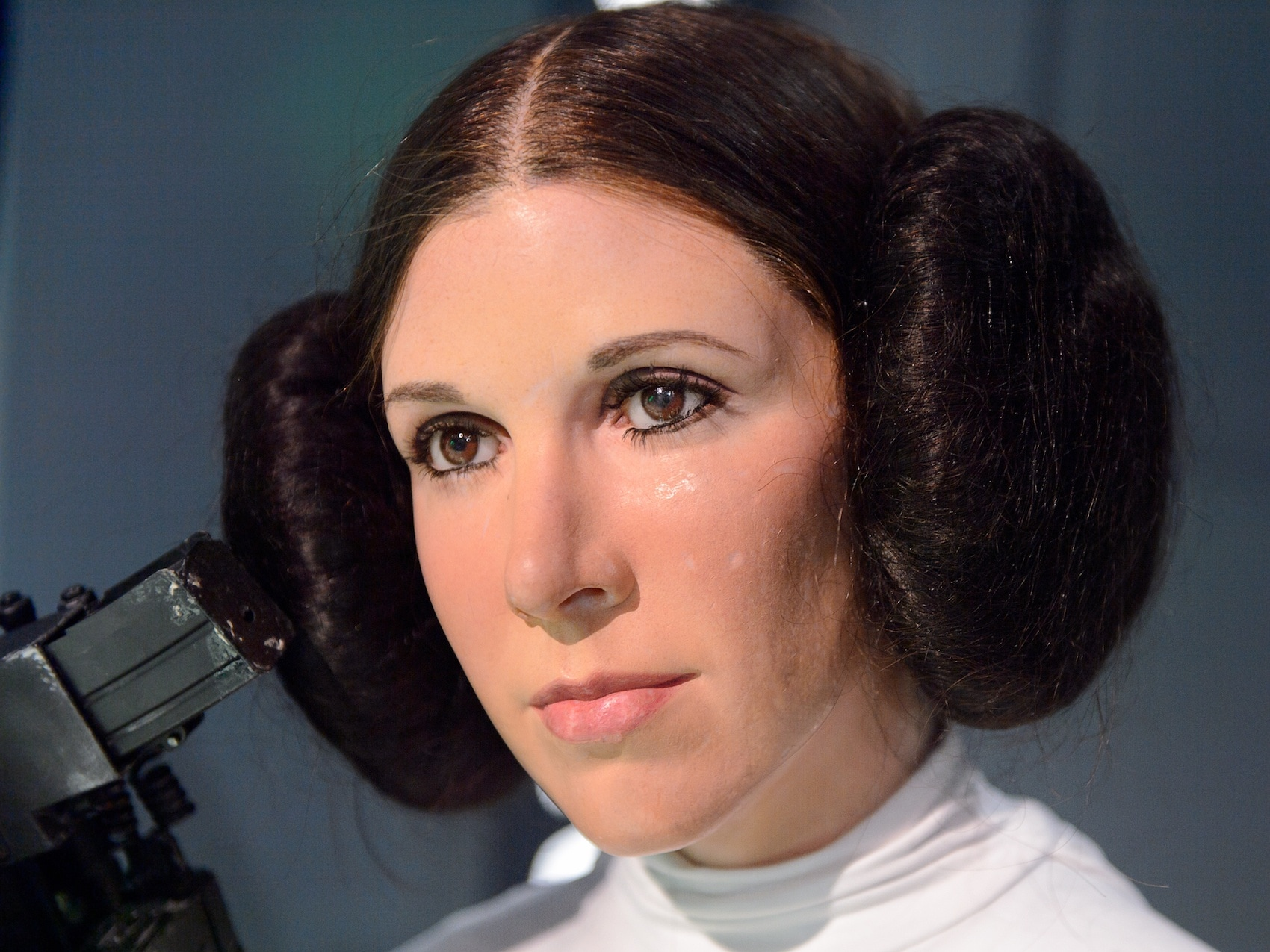 Leia Organa Carrie Fisher model rambut space bun besar