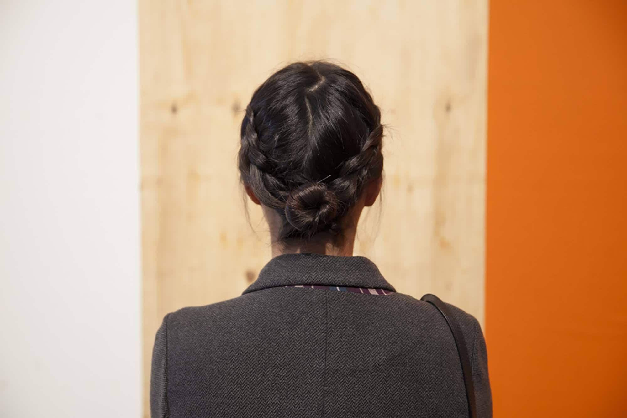 tatanan rambut pesta simple braided bun