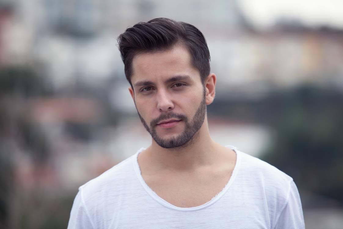 Model rambut side parting gaya rambut pria pendek