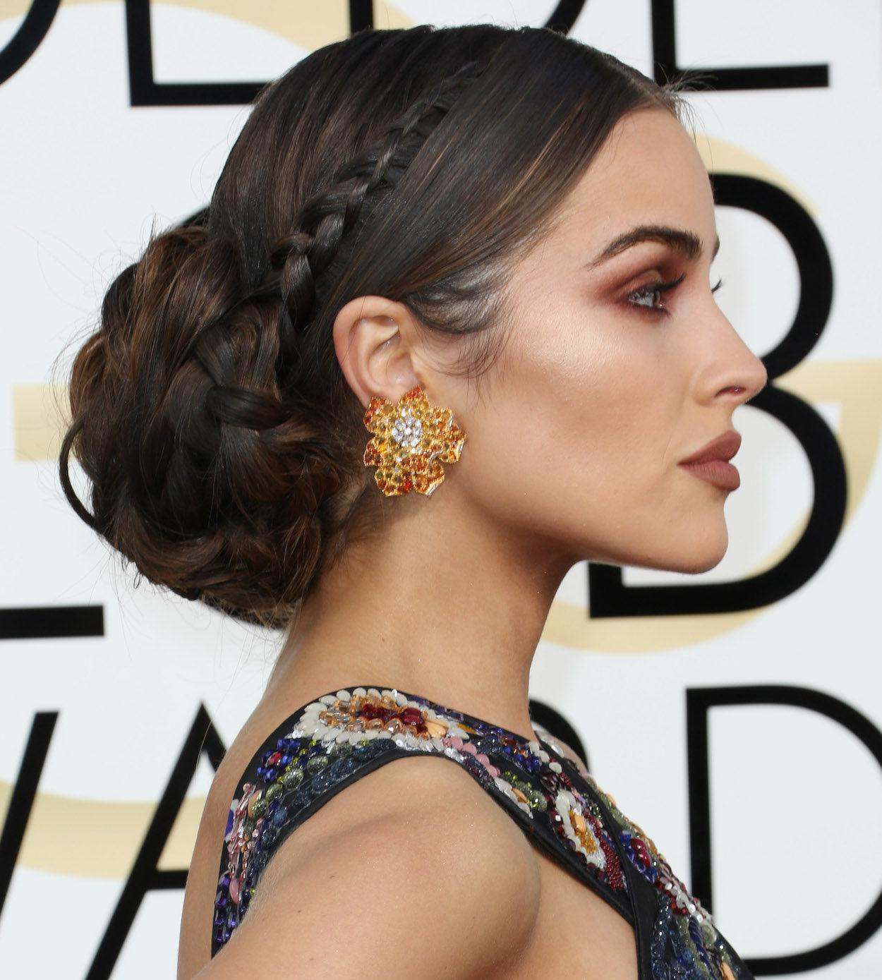 Inspirasi model rambut leia organa Bun dengan mini crown braid pada film Star Wars VIII: The Last Jedi