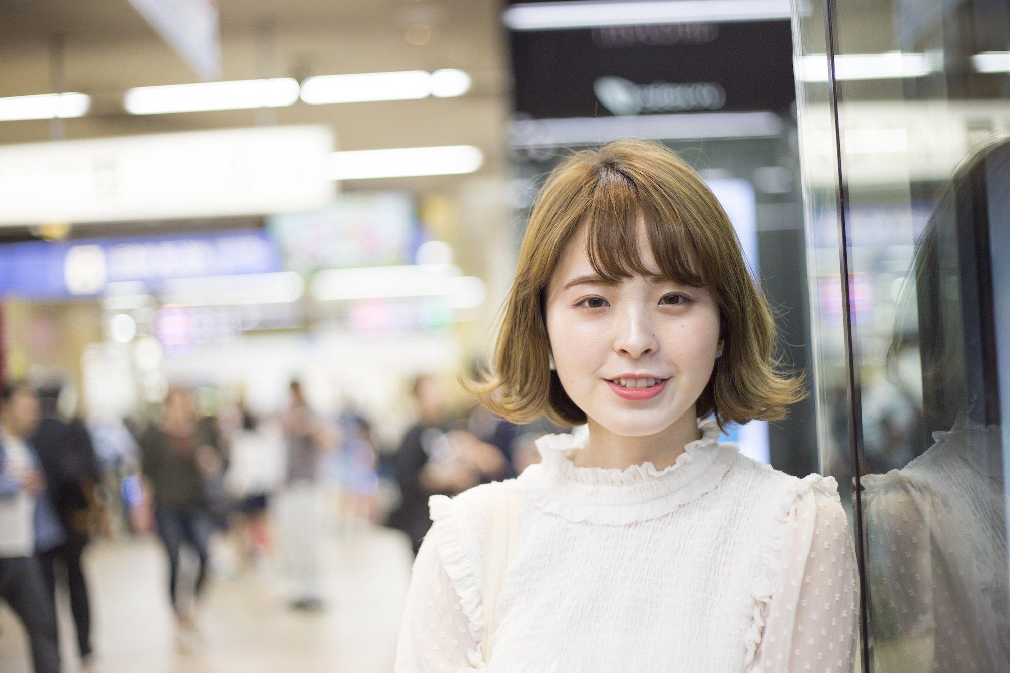 Model rambut pendek wanita jepang bob pendek berponi warna light ash brown