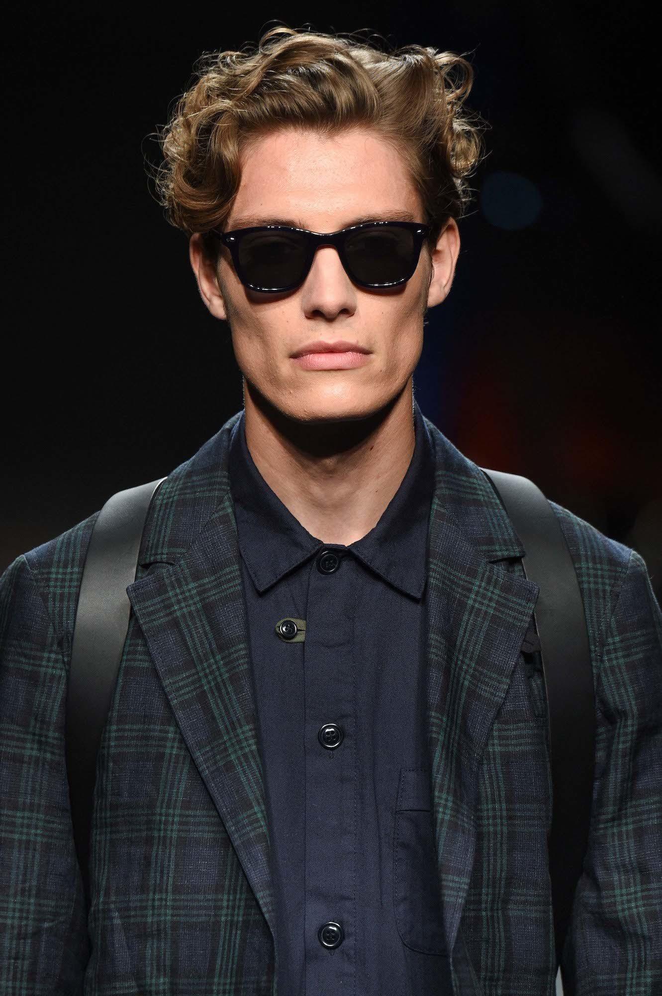 Model rambut pria terbaru 2018 model messy dan bertekstur.