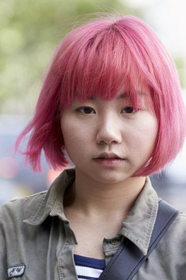 Model rambut pendek untuk wajah bulat dengan warna pink