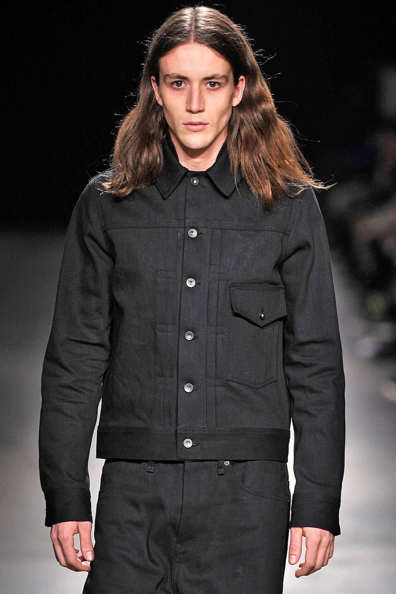 Model rambut wavy pada rambut pria