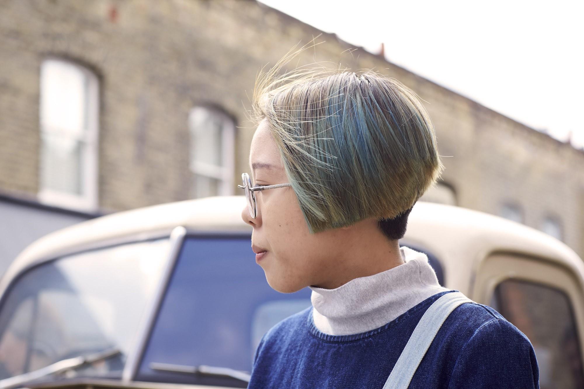 Warna rambut pastel campuran hijau muda dan biru pastel.