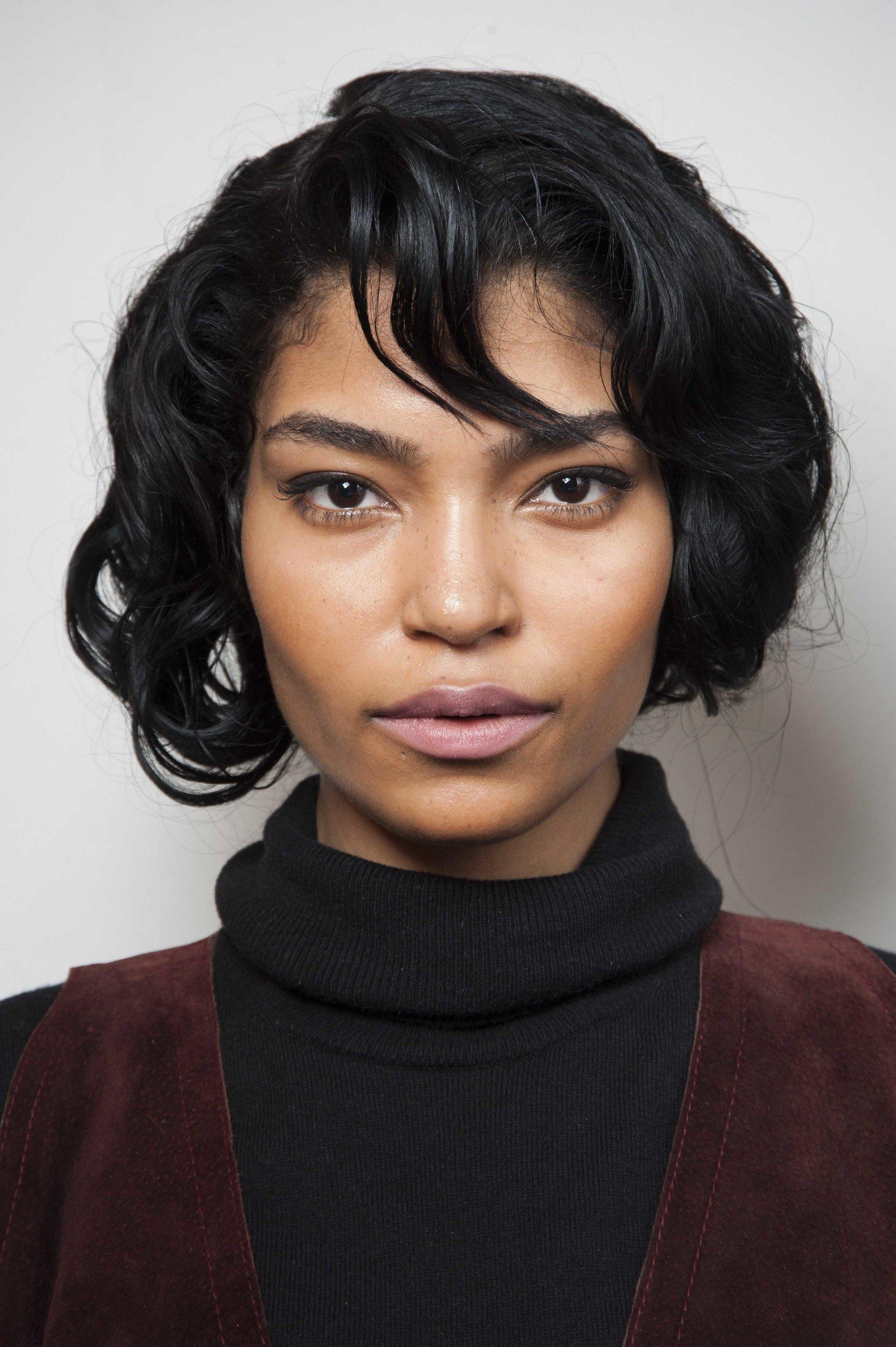 4 model rambut hitam pendek bob pendek dengan gaya ikal
