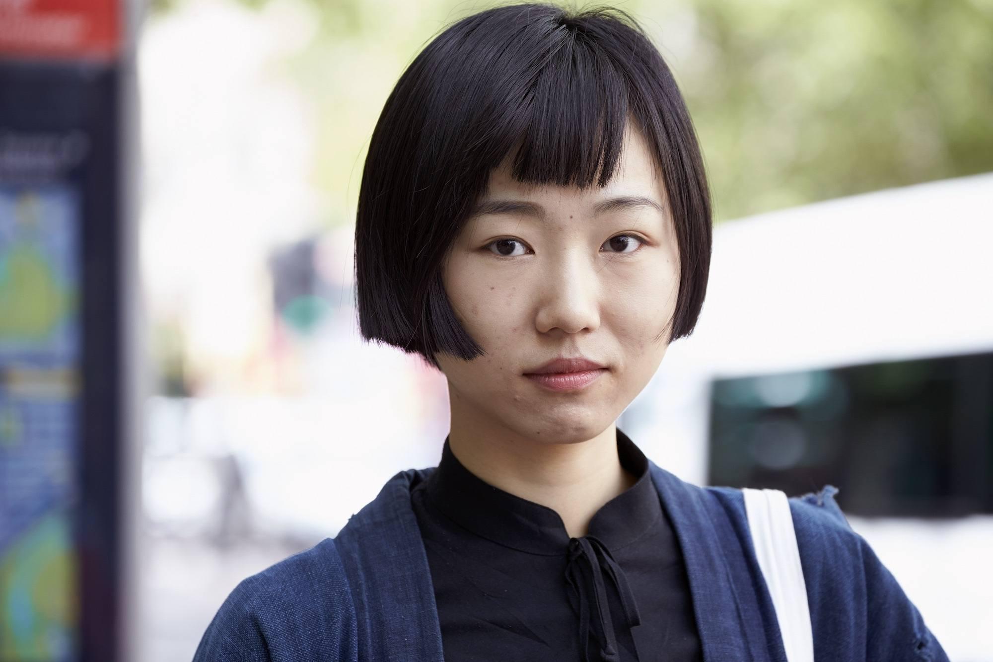 Model rambut pendek untuk wajah bulat dengan warna hitam