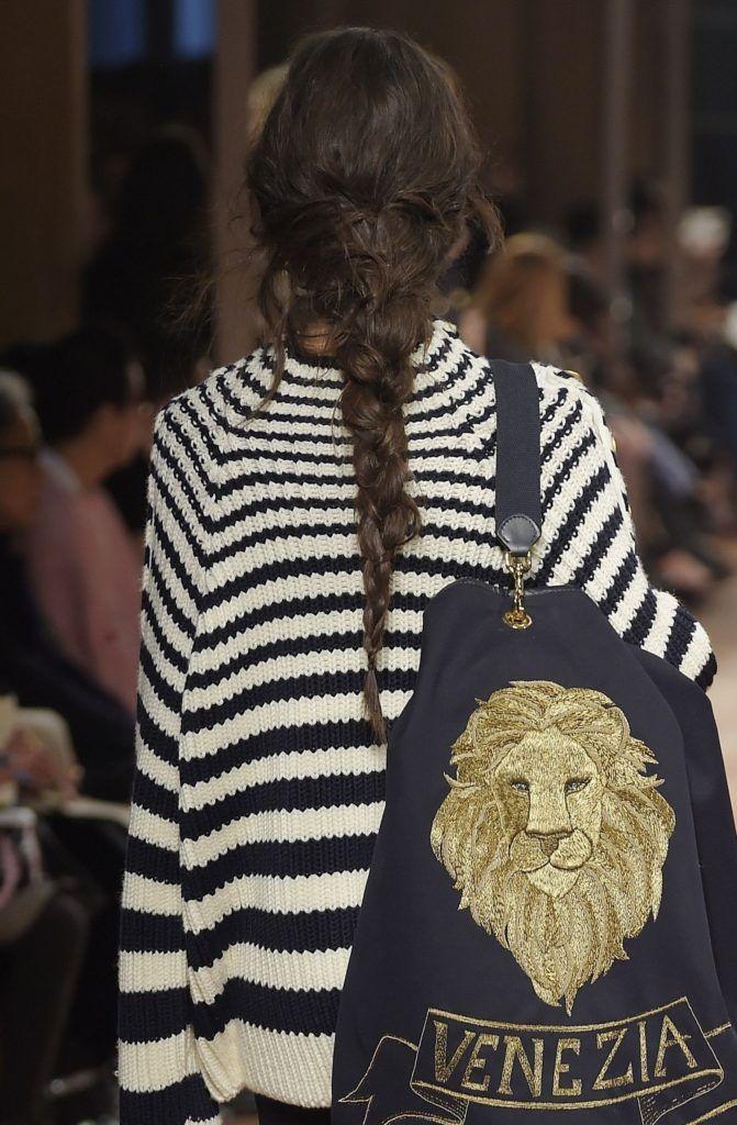 trend messy braid pada Milan Fashion week 2018