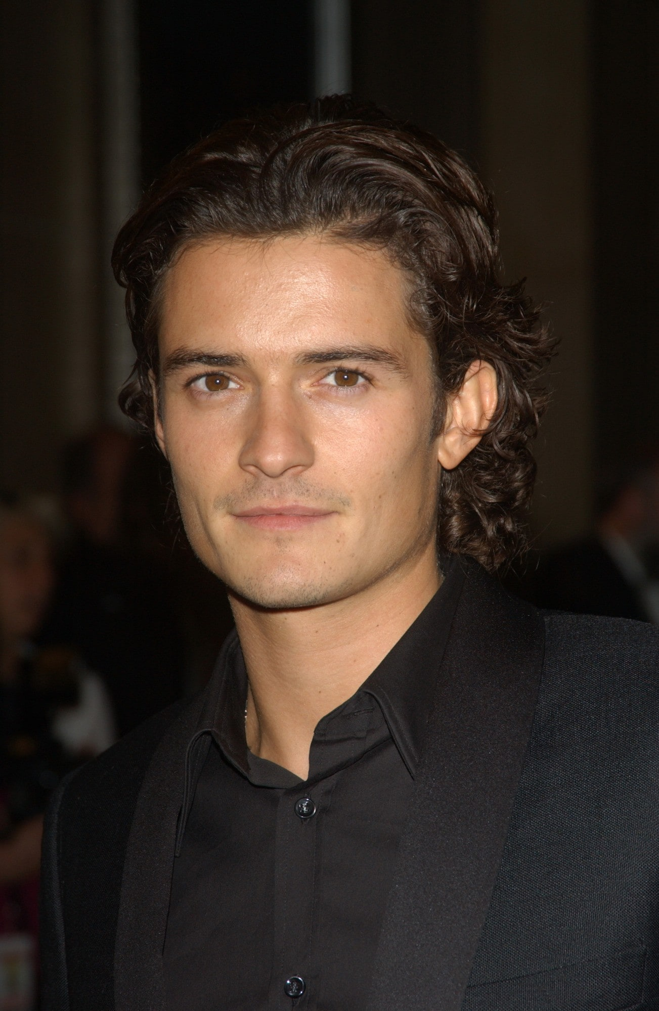 Vintage hairstyle Orlando Bloom medium haircut curly.