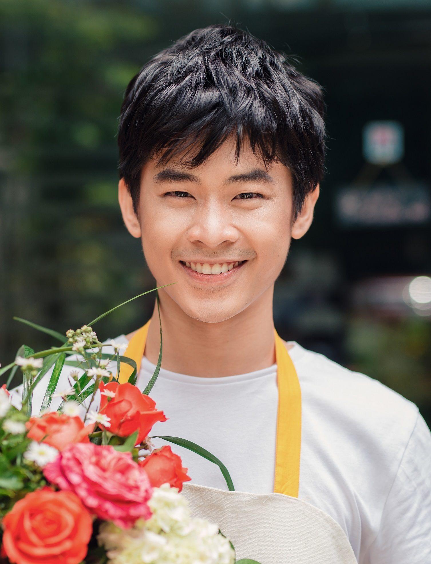 Model rambut pria asia dengan rambut bertekstur.
