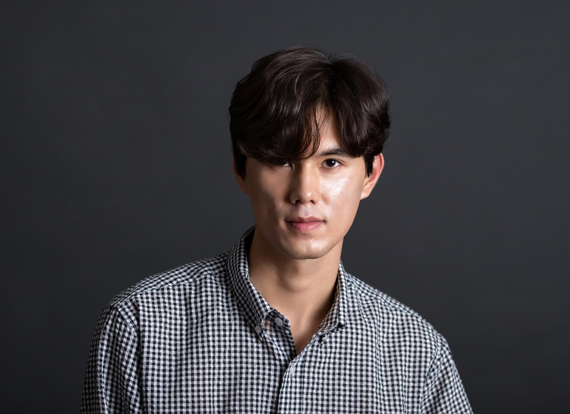Model rambut pria jepang comma hair.
