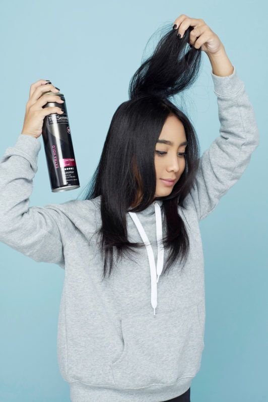 Gunakan hairspray.