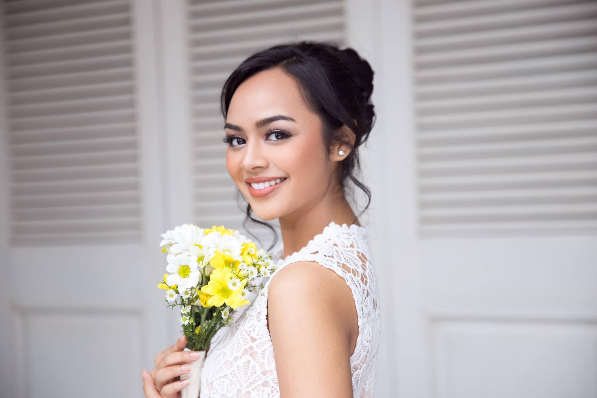 Gaya rambut pengantin sederhana Indonesia.
