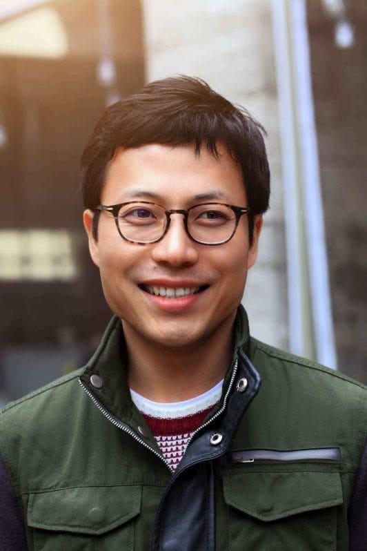 Pria asia dengan rambut pendek fringe crop – model rambut pria terbaru.